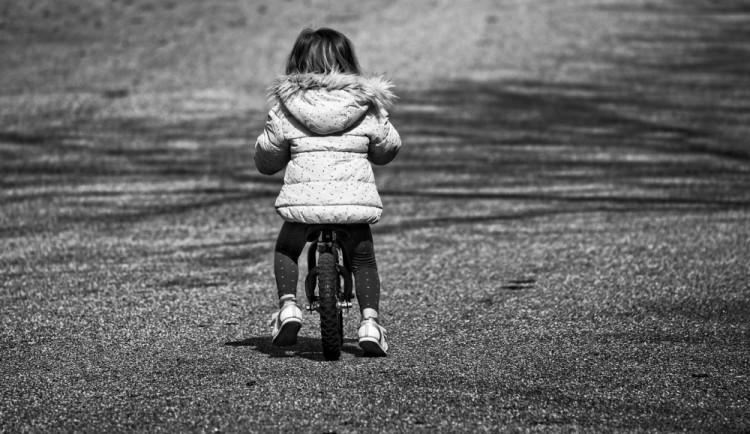 Muž z Brna dlouhá léta sexuálně zneužíval malá děvčátka. Nutil je i natáčet porno