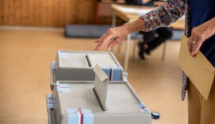 Lidé začali rozhodovat o síle opoziční většiny v Senátu