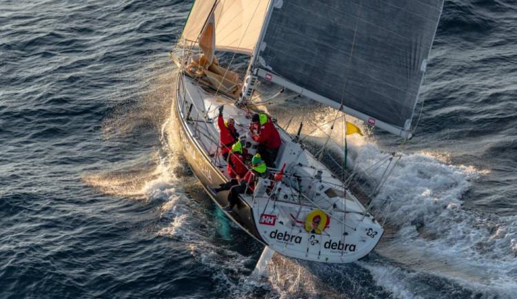 Česká loď uspěla na největší středomořské regatě. Úspěch lidé přirovnávají k výkonu Ledecké, říká budějcký jachtař