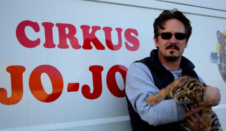 Zákaz zvířat v cirkusu je postavený na hlavu, říká Patrik Joo z cirkusu Jo-Joo
