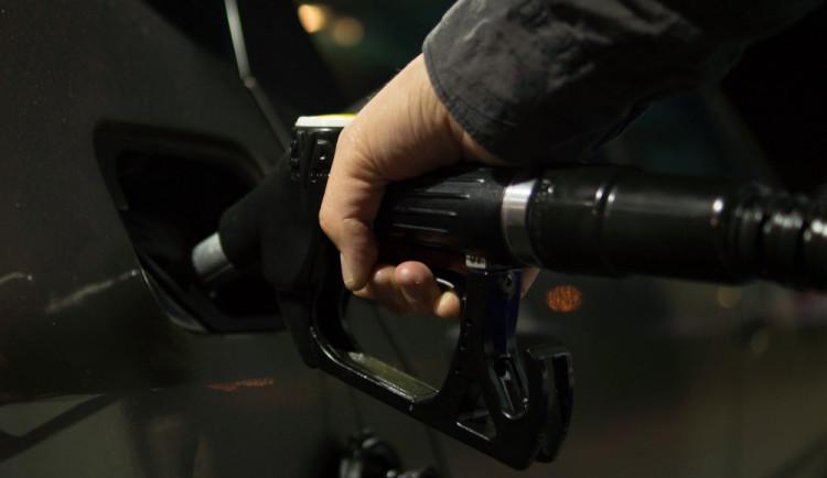 Cena pohonných hmot do konce roku mírně klesne