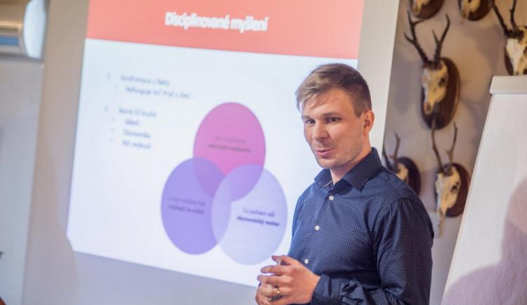 Česko - bavorský projekt má motivovat studenty k podnikání. Svým příběhem přispěl i zakladatel Drbny
