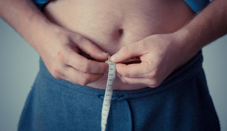 Odborníci: Mužské plodnosti škodí kouření i obezita