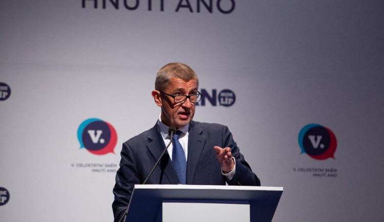 Andrej Babiš podle očekávání obhájil pozici předsedy hnutí ANO