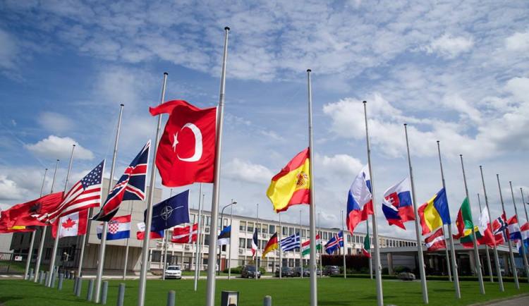 Členství v NATO podle analytiků zakotvilo Česko na Západě