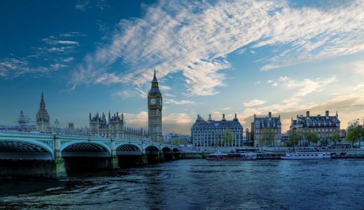 Mayová připustila, že Británie může požádat o odklad brexitu