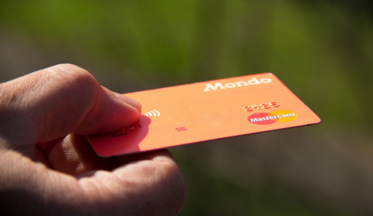 Mastercard a Doconomy spouštějí mobilní službu sledující uhlíkovou stopu a vydávají ekologickou platební kartu