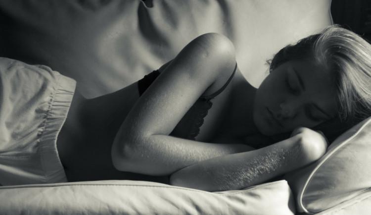 Pravidelný spánek po obědě pomáhá podle vědců snižovat tlak