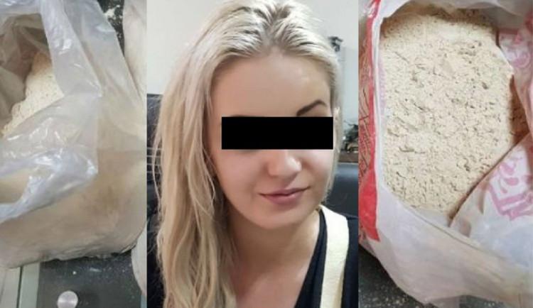Češka zadržená s heroinem dostala v Pákistánu trest přes osm let