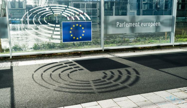 VIDEO: Europoslanci budou hlasovat o kontroverzní směrnici o copyrightu