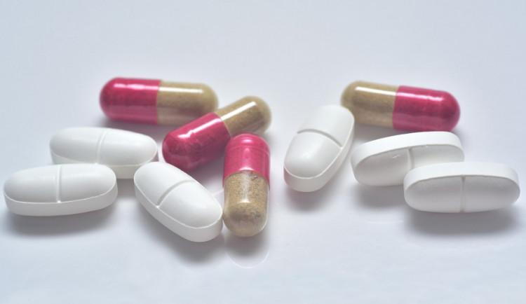 U některých antibiotik hrozí kromě rezistence i potíže pacientů