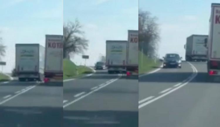 VIDEO: Bezohlednému kamioňákovi hrozí sedm trestných bodů, říká dopravní expert