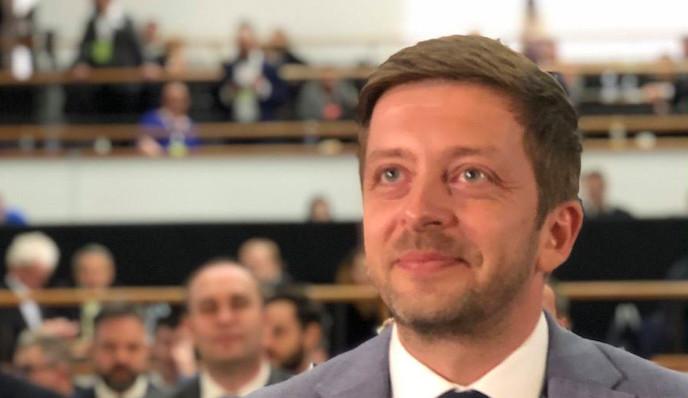 Předsedou STAN se stal Vít Rakušan, hlas mu dala většina delegátů