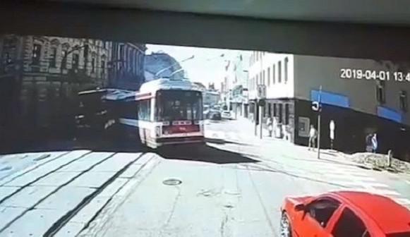 Trolejbus, který boural na Křenové v Brně, měl najeto přes milion kilometrů