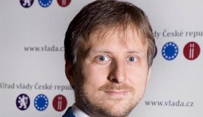 Ministr spravedlnosti Kněžínek oznámil odchod, střídá ho Benešová