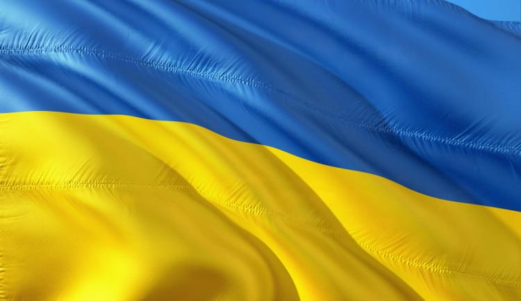 V ukrajinských prezidentských volbách drtivě zvítězil Zelenskyj