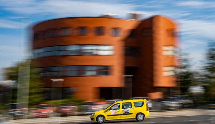 Taxikáři varují: Chystaná novela zákona sníží profesionalitu řidičů taxi
