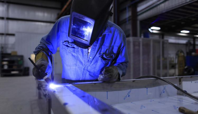 PRŮZKUM: Negativní dopady rekordní zaměstnanosti zesilují
