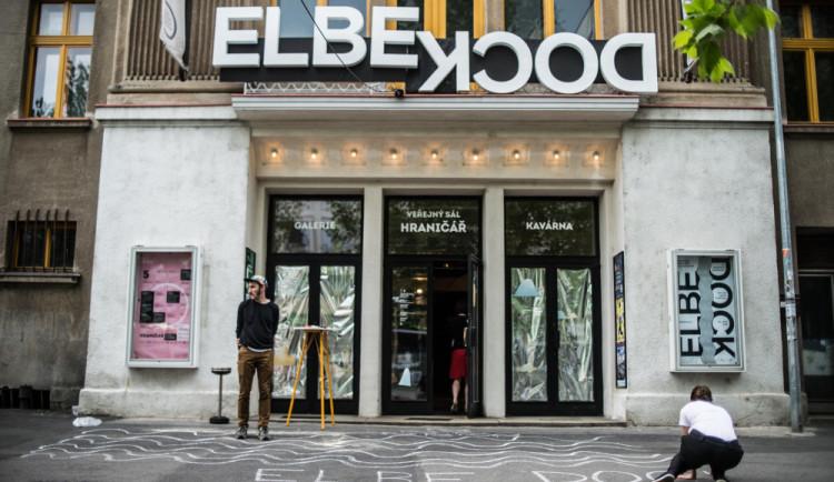 Elbe Dock poprvé představí řadu debutů z Česka a ze střední Evropy. Téma doprovodného programu jsou exekuce