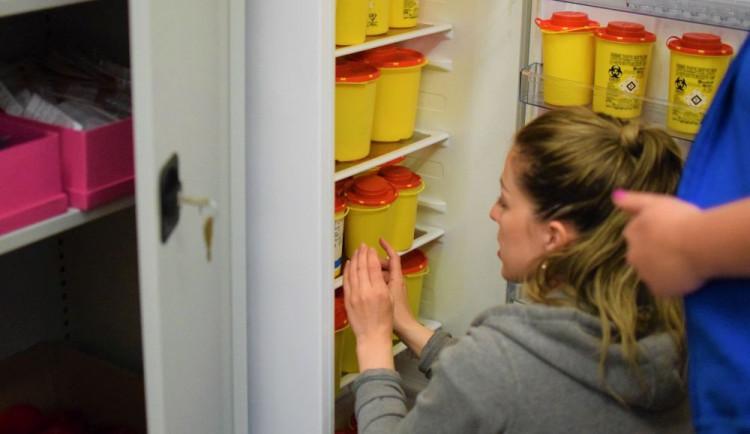 Den s terénními pracovnicemi: Je výhodnější vyměnit jehlu, než léčit žloutenku.