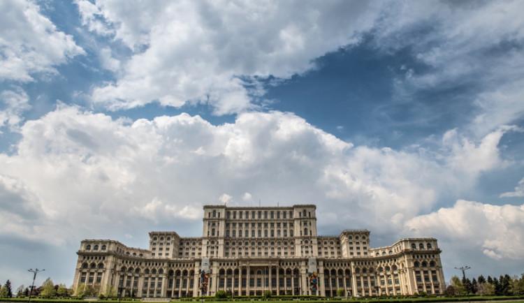 DRBNA NA CESTÁCH: 3500 tun křišťálu, zlatem protkaný závěs a 1100 místností. Takhle si žil rumunský diktátor