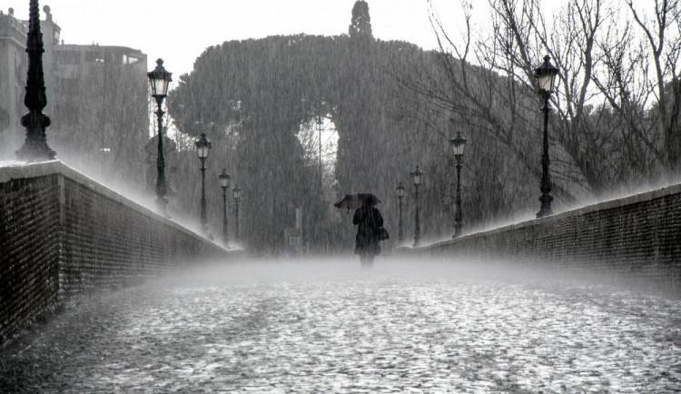 Vydatný déšť ve střední části ČR v úterý může rozvodnit řeky