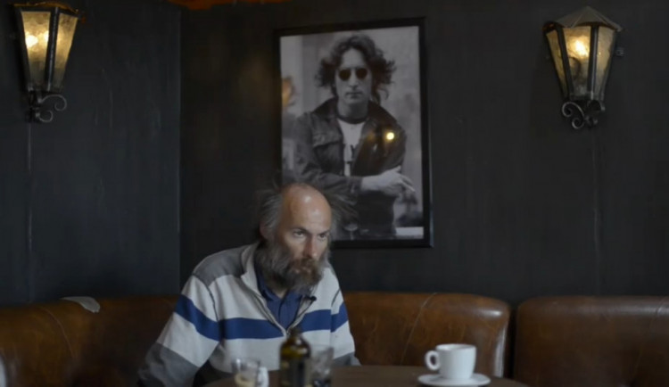 VIDEO: Nemoc ho připravila o všechno. Poslechněte si příběh Petra, kterému internetová sbírka zachránila život
