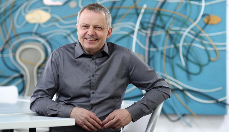 Studenti mi dodávají neuvěřitelnou energii, říká rektor Miroslav Holeček