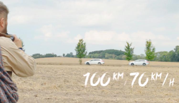 VIDEO: Je porušení soustředění na jízdu a tím zvýšení reakční doby řidiče možným zabijákem?
