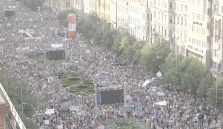 Dnešní demonstrace na Václavském náměstí se účastní 120 tisíc lidí