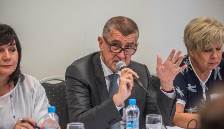 Babiš chce mluvit s Junckerem o auditorech, prý jsou nekompetentní
