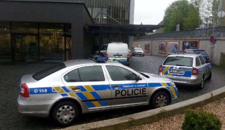 Policie varovala pražské školy před střelcem