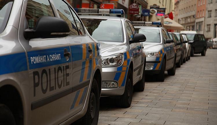Policie varovala školy v Česku před možným útokem střelce, podle anonyma šlo o vtip