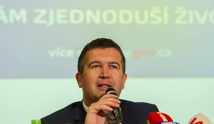Hamáček pohrozil koncem koalice. Nepřijatelné by pro něj bylo zvolení Semína do Rady ČTK