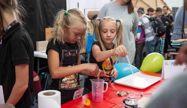 Před vysvědčením na Maker Faire Prague. Sedm aktivit, které s dětmi můžete vyzkoušet na festivalu kreativity