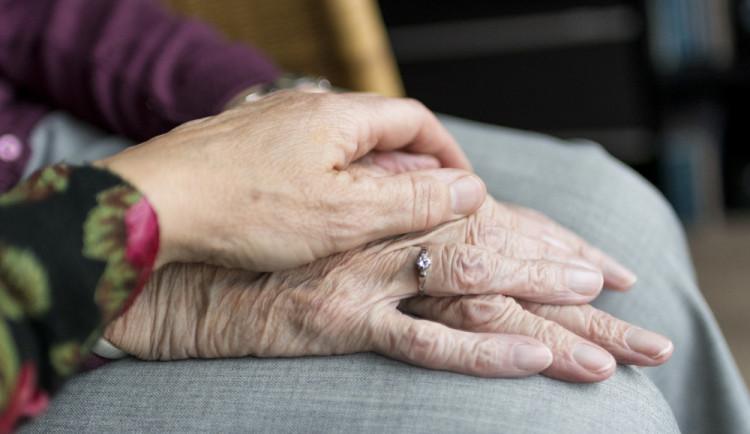 Růst důchodů o 900 korun Sněmovna schválí zřejmě beze změn
