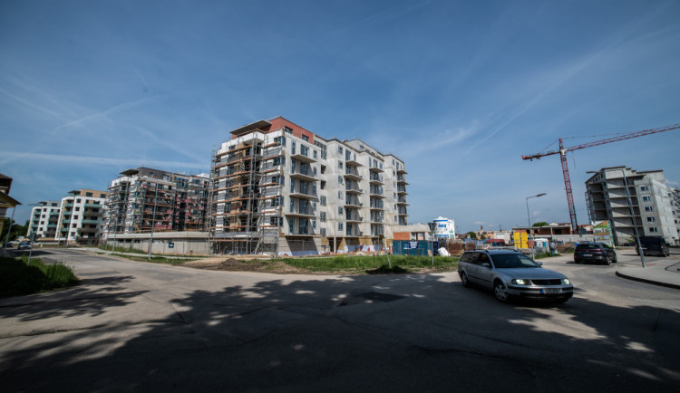 Výstavba domů Na Zlaté stoce v Budějcích? Kritická dopravní situace a selhání města, tvrdí lidé