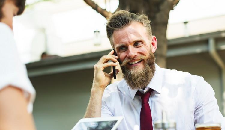 Pokutu za změnu mobilního operátora zákon sníží asi až od dubna