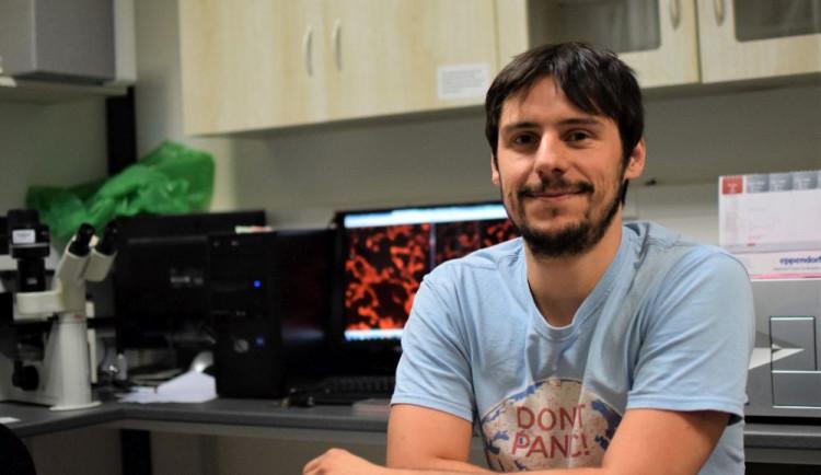 (NE)OBYČEJNÍ: Olomoucký vědec, který patentoval látku s antiparkinsonickou aktivitou