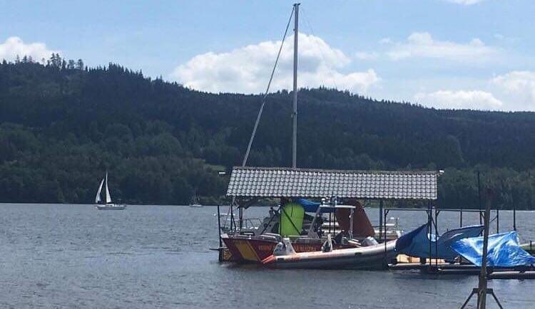 Během minulého týdne utonuli na jihu Čech dva lidé. Jeden muž se težce zranil po skoku do bazénu