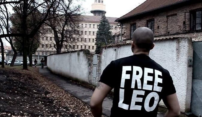 Rapper Leo Beránek částečně popřel obžalobu, která ho viní ze dvou napadení