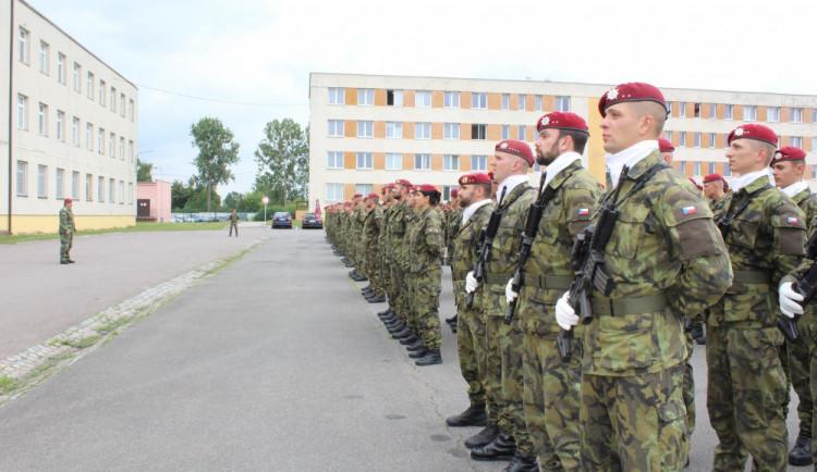 Zvláštní příplatek desítek vojáků z povolání se asi zvýší