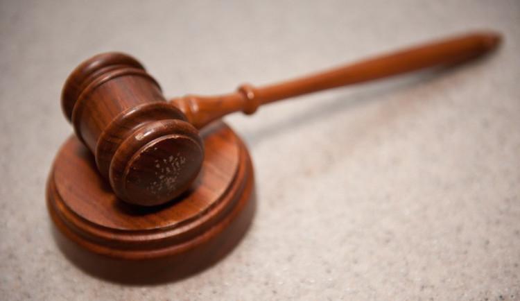 PRŮZKUM: Ze soudů a kontrolních úřadů Češi nejvíce věří ČOI