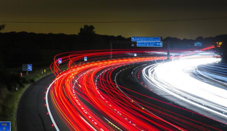 Senát schválil elektronické dálniční známky od roku 2021