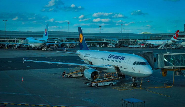 Letiště Praha z tendru na skenery vyloučilo Huawei a ZTE