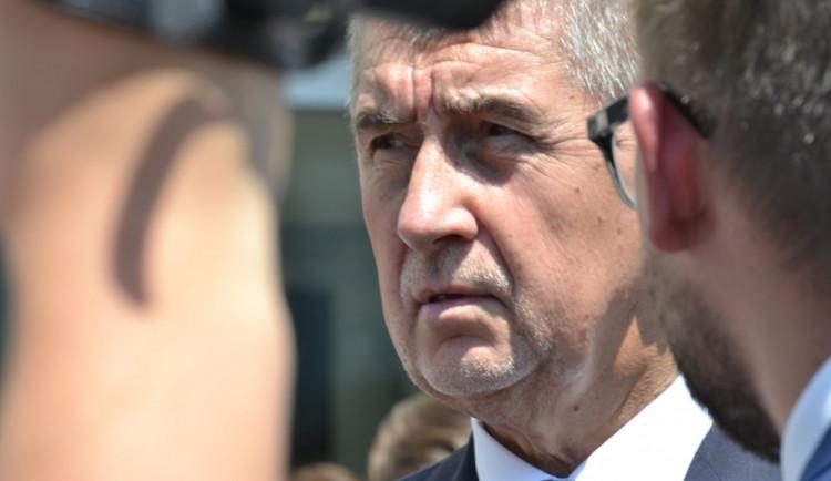 Babiš doufá, že poslanci ANO žalobu na Zemana nepodpoří