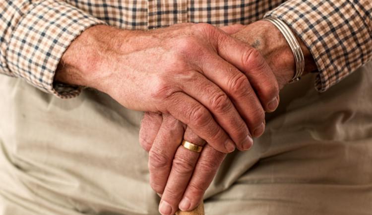 Věk odchodu do důchodu se zvyšovat nebude