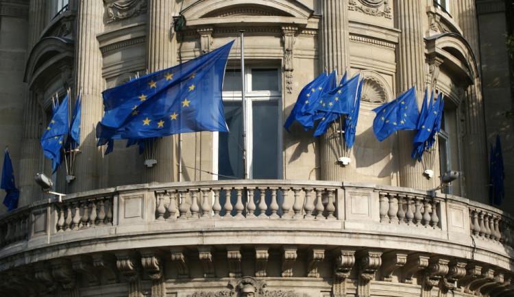 PRŮZKUM: Půl pro, půl proti. Češi se v názoru na prohlubování evropské integrace neshodují