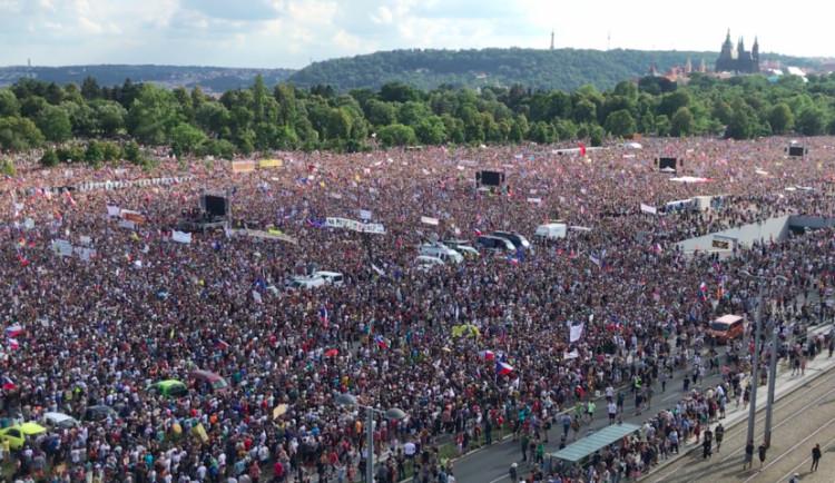 Po celém Česku se dnes uskuteční akce na podporu demokracie