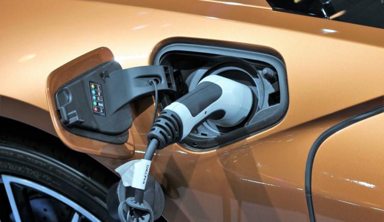 Prodej hybridů za tři čtvrtletí stoupl o 74 procent na 5763 aut